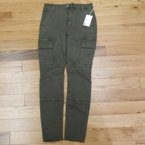 Joe's Charlie Ankle cargo pants in green. Size 26